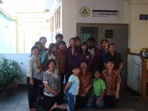 Sebagian peserta dan pengurus bersama tutor. Terima kasih, UNIKA.
